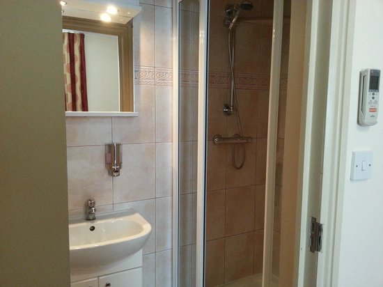 Comfort Inn London - Edgware Road : Bathroom, good shower