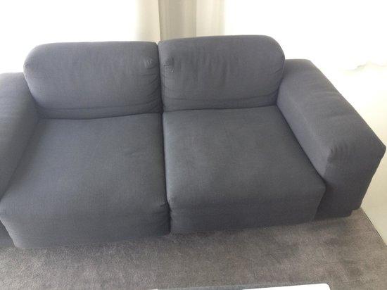 Urban Residences Rotterdam : Erg onfrisse sofa