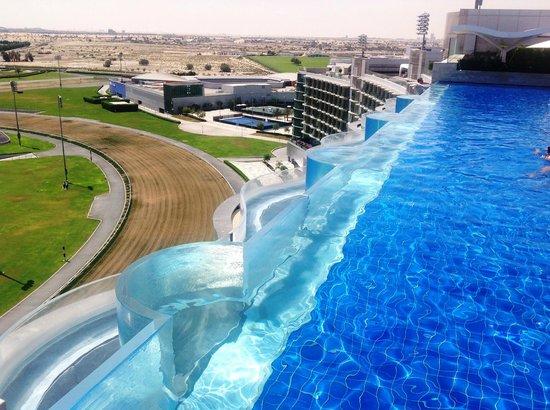 The Meydan Hotel : Бассейн на 11-м этаже