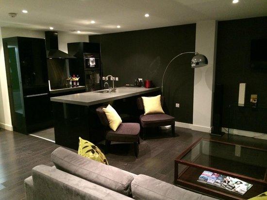 The Light ApartHotel: Living-room
