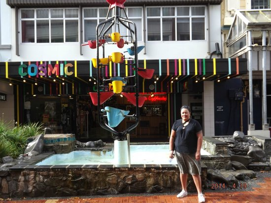Cuba Street District: posing in front of the bucket fountain