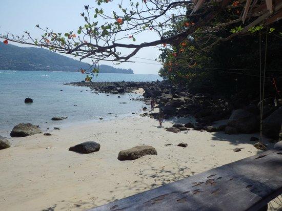 Skyla's Beach House : vue de la terrasse coté droit