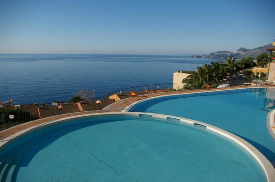 Capo dei Greci Taormina Coast - Resort Hotel & Spa: view from the pool (it is like the official photo !)