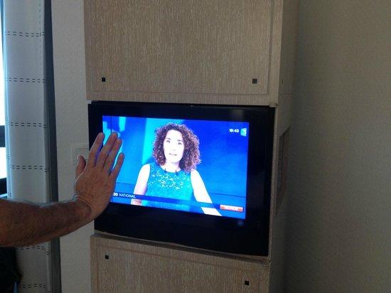L'Agapa Hotel SPA Nuxe : la mini TV... (le tout pour un MAXI prix)