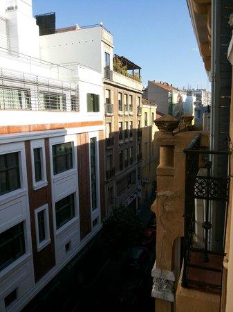 Hostal Far Home Plaza Mayor: street view