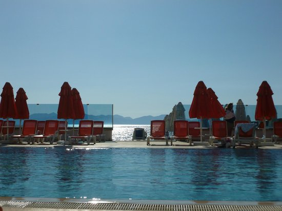 Grand Park Bodrum: Relax at the quiet pool