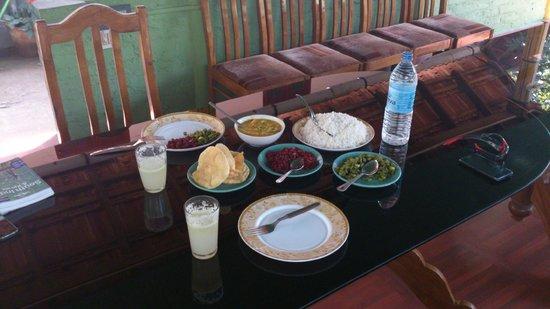 Pachyderm Palace: Dinner