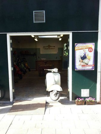 Welcome to Holland Vespa Tours Rotterdam