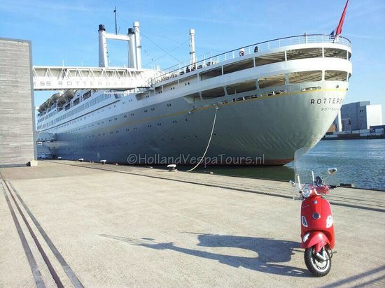 Holland Vespa Tours: Old and new in Rotterdam on a Vespa LX50