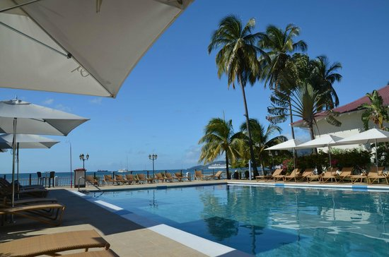 Radisson Grenada Beach Resort: Sunset-Pool