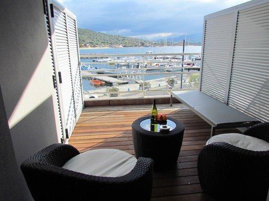 Hotel le Golfe : Großer Balkon incl. einer komfortablen Liege.