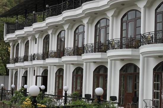 Mussoorie Gateway : The front view of the hotel