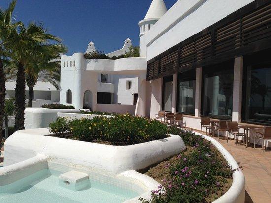 H10 Estepona Palace : Zona exterior bar Lobby
