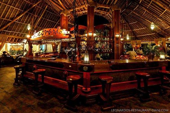 Leonardo's Restaurant: Night ambience