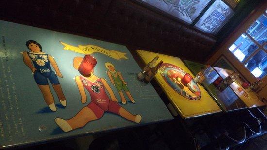 Los Pilones Cantina Mexico : tables