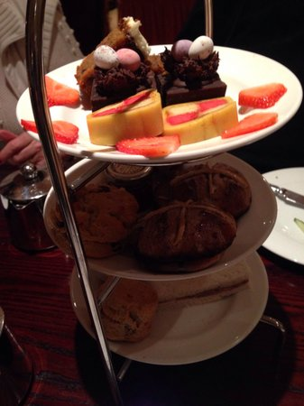 Bull Hotel: Lovely Easter Afternoon tea on arrival!!