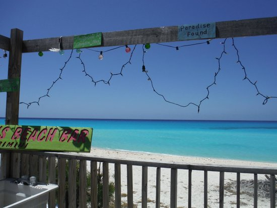 Sherry's Paradise Beach Bar: Cute decorations