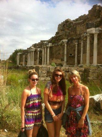 Paloma Oceana Resort: the ruins in side!