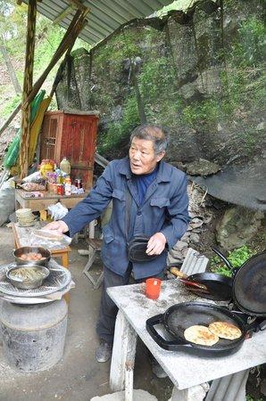 "Jiangnan First Barrier : Vendor selling 'Tuga"""