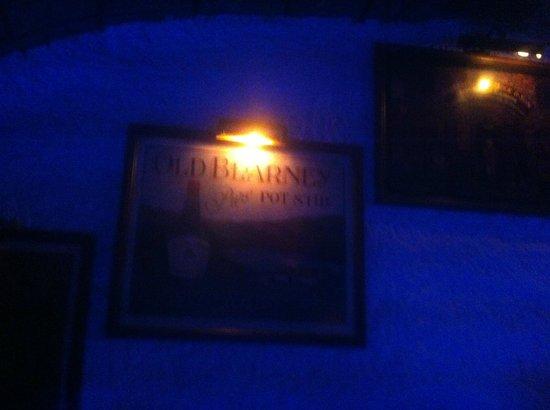 New Tina's Bar: Inside