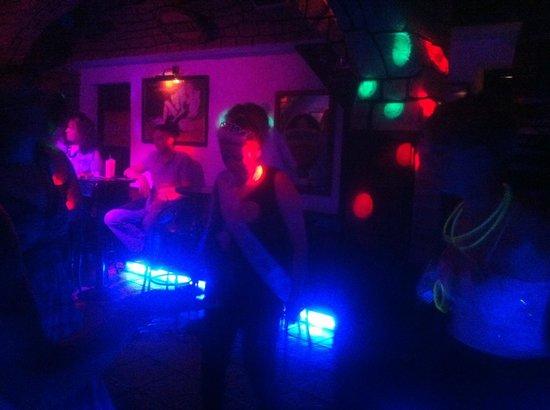 New Tina's Bar: Dancing girls