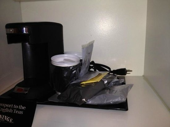 Hyatt Regency Valencia: Coffee maker with no outlet.