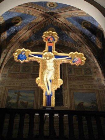 Ognissanti: crocefisso di stile Giottesco