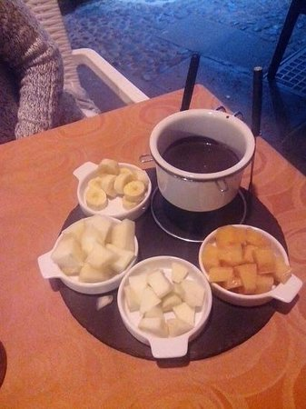 La Cuadra : Fondue de Chocolate con Frutas!