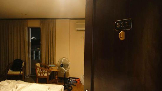Vista Marina Hotel and Resort: our room, rm 311 with electric fan