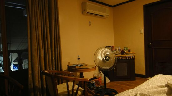 Vista Marina Hotel and Resort : whole view of side bar showing aircon and electric fan