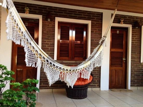 Pousada do Norte: Rooms are close together, each has a hammock and a chair