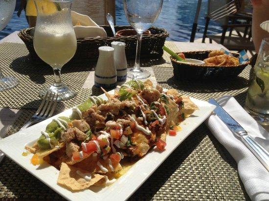 Dreams Riviera Cancun Resort & Spa: nachos for lunch 'starter'!