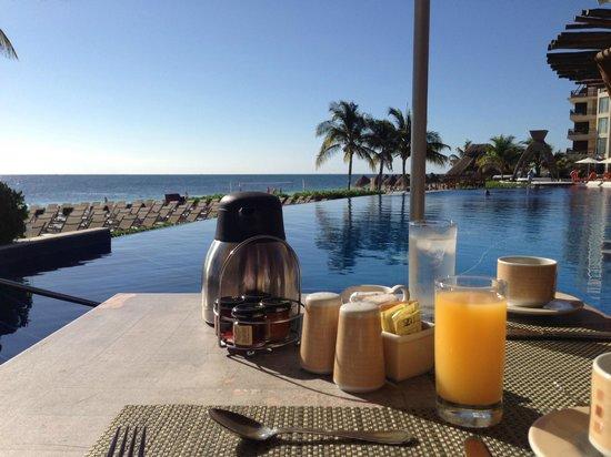Dreams Riviera Cancun Resort & Spa: al a carte - breakfast by pool