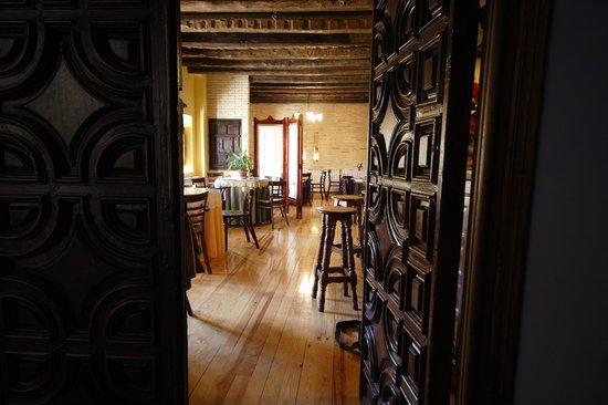 Casa Valero: Entrada al restaurante / Restaurant entrance