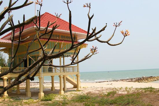 Klai Kang Won Palace: Overlooking the sea