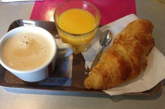 Adagio Access Nimes : Desayuno en pastelería próxima