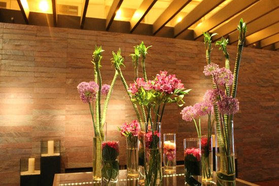 Sofitel Munich Bayerpost : Gorgeous floral arrangements