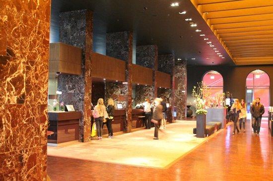 Sofitel Munich Bayerpost: Hotel lobby