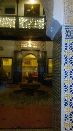Riad les Oliviers: Wunderschön beleuchtet bei Nacht