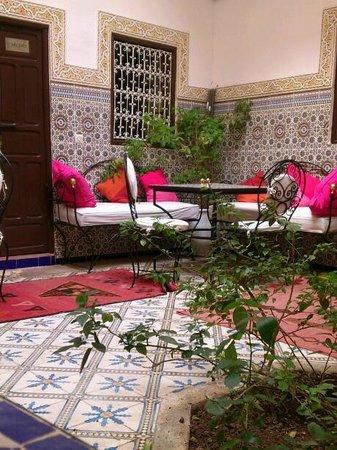 Riad les Oliviers: Innenhof zum Essen undVerweilen