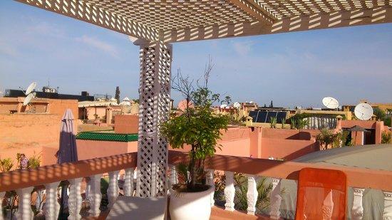 Riad les Oliviers: Frühstück in der Sonne auf der Dachterasse