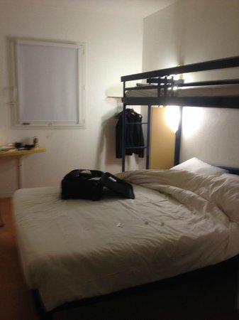 Ibis Budget Perpignan Nord : sparse bedroom