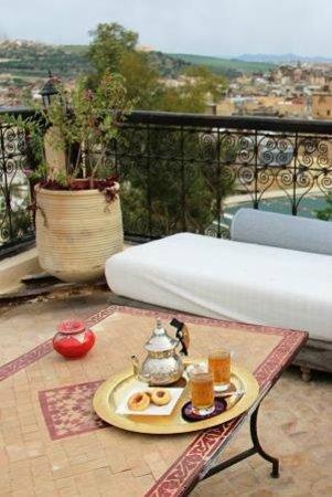 Dar Roumana : mint tea on the terrace