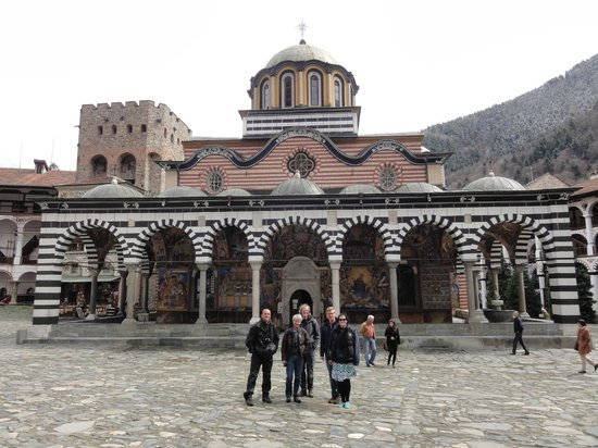 Traventuria - Day Tours: The group in front of Rila monastery