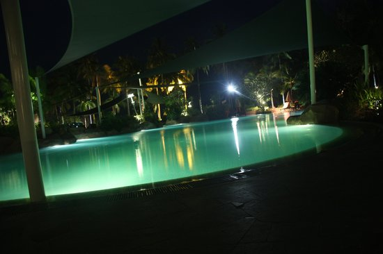 Meritus Pelangi Beach Resort & Spa, Langkawi : Main pool (in front of the main lounge)