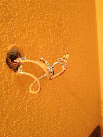 Garni Francescato : Live wires in the bedroom