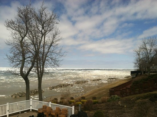 The Lakehouse Inn: View of Lake Erie from Lakehouse Inn & Winery