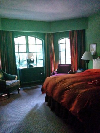 Hotel Los Gatos : plush and lush and with room for more than just myself