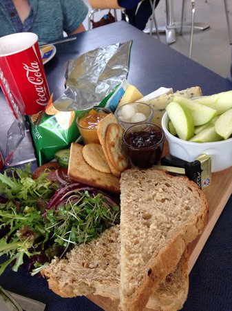 Winchester Science Centre and Planetarium : Fantastic 3 cheese ploughman's £4.95 bargain and really nicely presented.