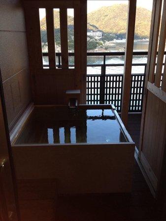 Migiwatei Ochikochi: お部屋の露天風呂